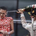 hamiton-champagne-grid-girl